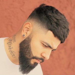corte-desvanecido-medio-barba-medium-fade-beard